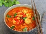 Рецепта Тайландска супа Том Юм със скариди, гъби шийтаке, домати и кокосово мляко